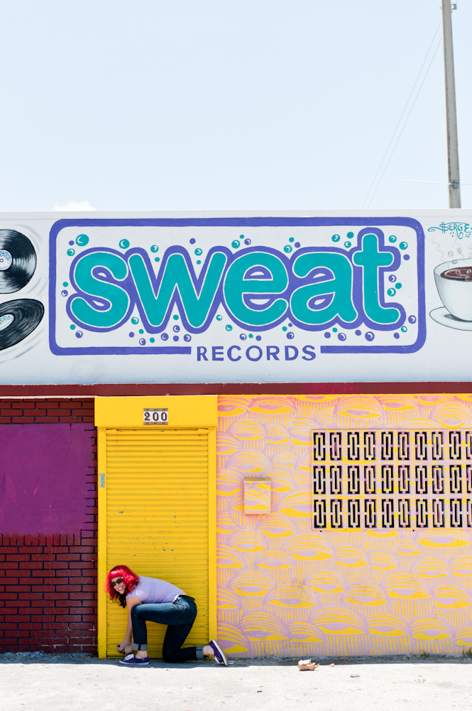 Lauren (Lolo) Reskin vor ihrem Independant Plattenladen SWEAT Records in Miami
